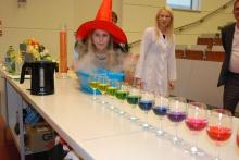 Zdjęcie z galerii Pokazy w Instytucie Chemii UJK